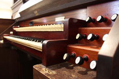 music: organ keyboard and stops